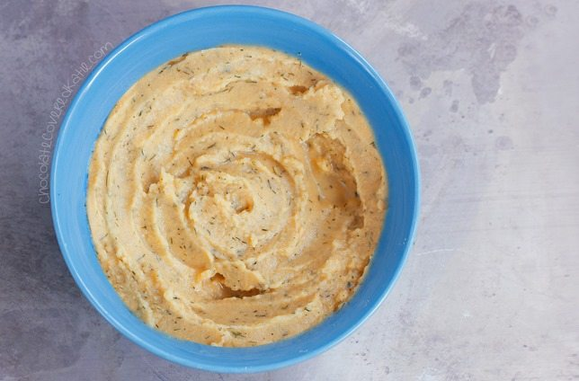 So crazy how much this hummus really does taste just like Cool Ranch Doritos! Recipe link: http://chocolatecoveredkatie.com/2015/05/28/cool-ranch-hummus/