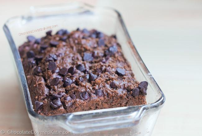 Sugar Free Banana Bread, can be gluten-free and vegan. Recipe: http://chocolatecoveredkatie.com/2015/04/06/dark-chocolate-banana-bread/