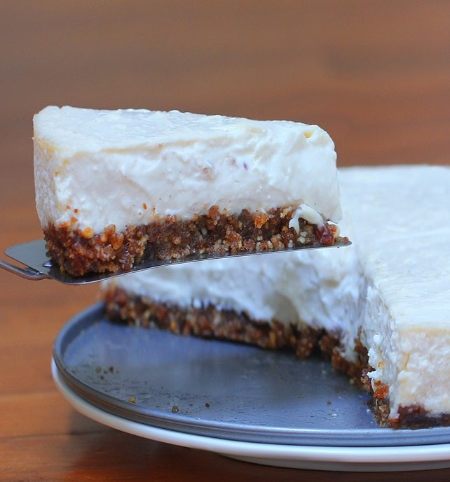 Light and creamy healthy cheesecake recipe from @choccoveredkt… Creamier than Cheesecake factory, with a third of the sugar! Full recipe: http://chocolatecoveredkatie.com/2015/09/07/healthy-cheesecake-recipe/