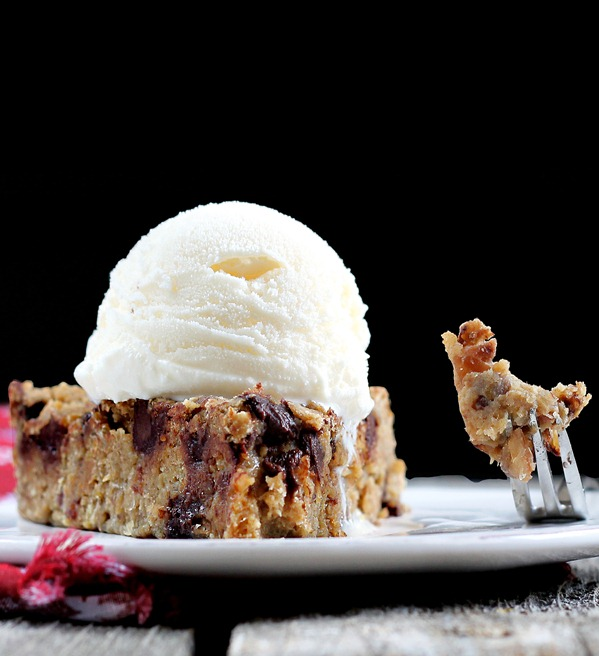 Chocolate Chip Cookie Pie - no sugar / no flour / vegan / gf - People rave about the recipe. Everyone loves this pie! https://chocolatecoveredkatie.com/2012/05/31/chocolate-chip-cookie-pie-without-sugar/ @choccoveredkt