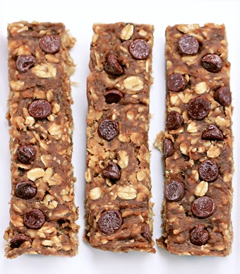 Wholesome chocolate chip granola bars - HIGH PROTEIN - from @choccoveredkt - sweetened naturally without any added sugar or oil... Full recipe: http://chocolatecoveredkatie.com/2014/09/18/sugar-free-granola-bars/