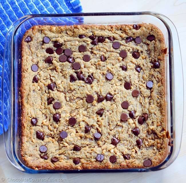 GOOEY CHOCOLATE CHIP PEANUT BUTTER BARS - so addictive... like the lovechild of a chocolate chip cookie and a Reeses peanut butter cup! Recipe here: http://chocolatecoveredkatie.com/2015/03/18/chocolate-chip-peanut-butter-bars/