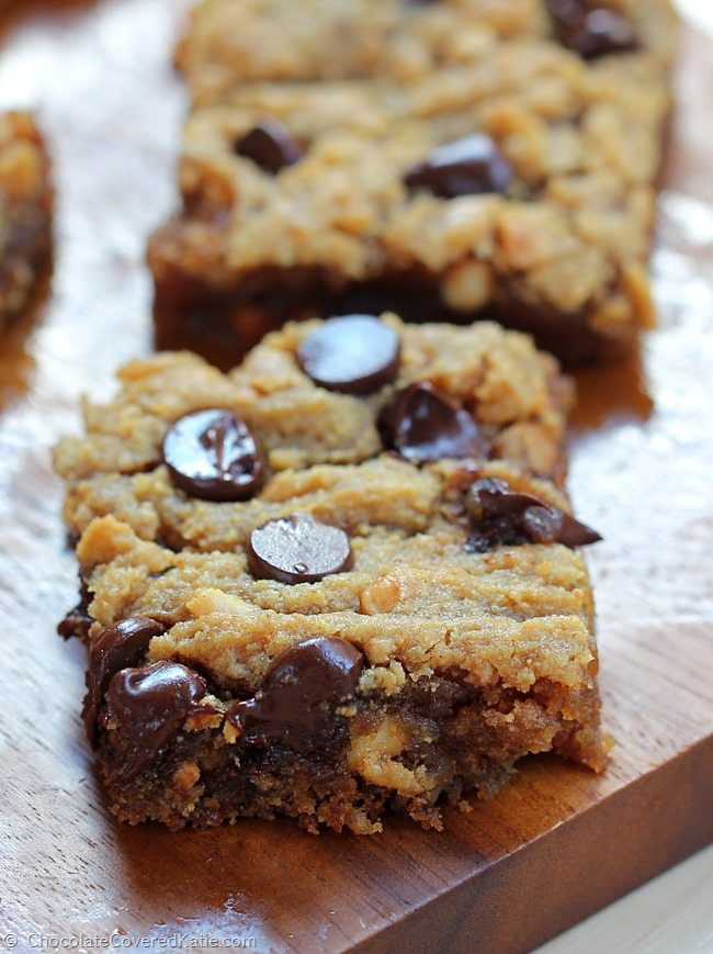 HOW TO MAKE THEM: 1 cup peanut butter, 1/2 cup chocolate chips, 1 tsp baking soda, 2 tsp vanilla extract, 1 1/2 tbsp… Full recipe: https://chocolatecoveredkatie.com/2015/03/18/chocolate-chip-peanut-butter-bars/ @choccoveredkt