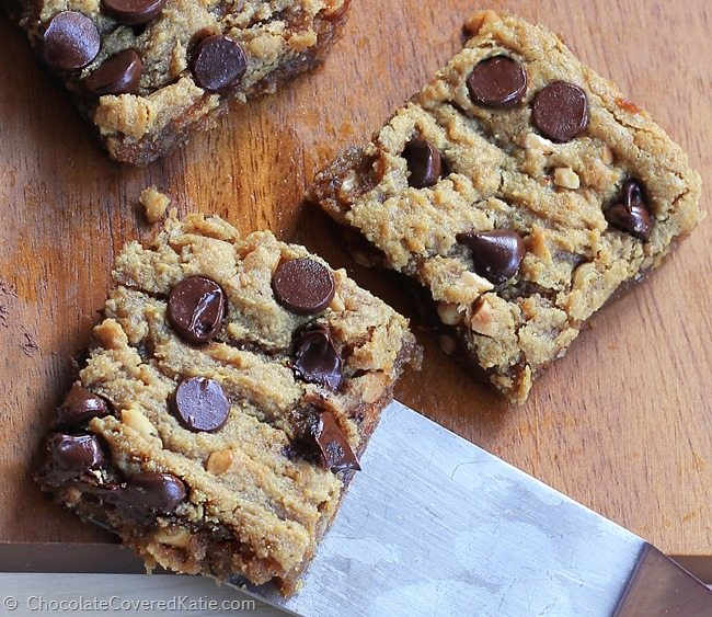 GOOEY CHOCOLATE CHIP PEANUT BUTTER BARS - Crazy addictive recipe... like the lovechild of a chocolate chip cookie and a Reeses peanut butter cup! https://chocolatecoveredkatie.com/2015/03/18/chocolate-chip-peanut-butter-bars/ @choccoveredkt