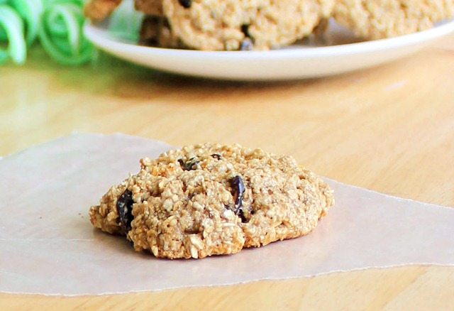 classic oatmeal cookies made with ingredients you probably have at home... and absolutely NO flour