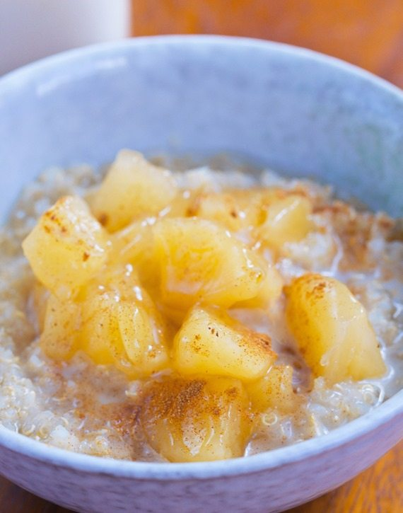 Apple Pie Breakfast Quinoa – from @choccoveredkt… 1/2 cup quinoa, 1/2 tsp cinnamon, 1 large apple, 1/4 tsp vanilla extract… Full recipe: http://chocolatecoveredkatie.com/2015/11/09/apple-quinoa-breakfast-bowls/