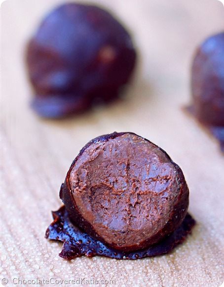 Secretly Healthy Chocolate Fudge Balls! http://chocolatecoveredkatie.com/2014/08/25/secretly-healthy-chocolate-fudge-balls/