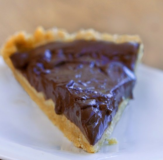 Rich, creamy, thick, chocolatey, gooey chocolate pudding pie... no weird ingredients + no baking required! https://chocolatecoveredkatie.com/2015/07/23/homemade-chocolate-pudding-pie-no-tofu/