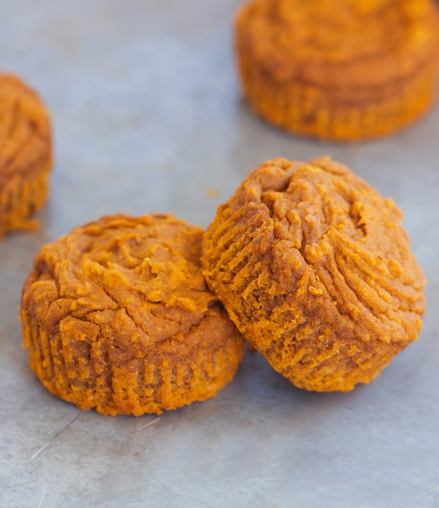 Simple vegan pumpkin muffins, less than 120 calories, from @choccoveredkt… and so easy to make! Here's how to make them: http://chocolatecoveredkatie.com/2015/09/21/flourless-vegan-pumpkin-muffins/