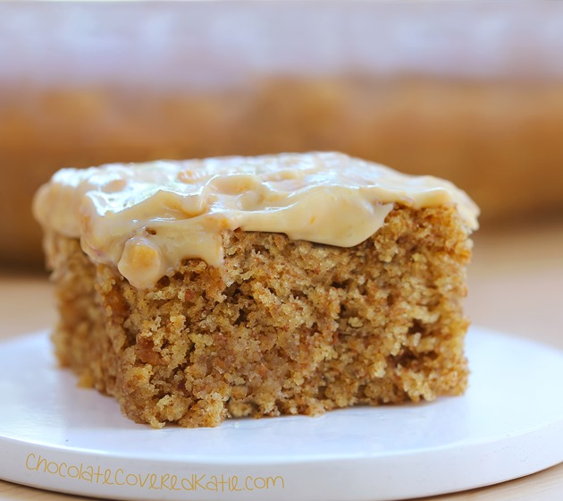 Easy to make + you'll never believe there isn't any oil in the recipe. Can be oil-free / sugar-free / low-calorie / gluten-free / vegan. Full recipe: http://chocolatecoveredkatie.com/2015/04/27/frosted-peanut-butter-snack-cake/