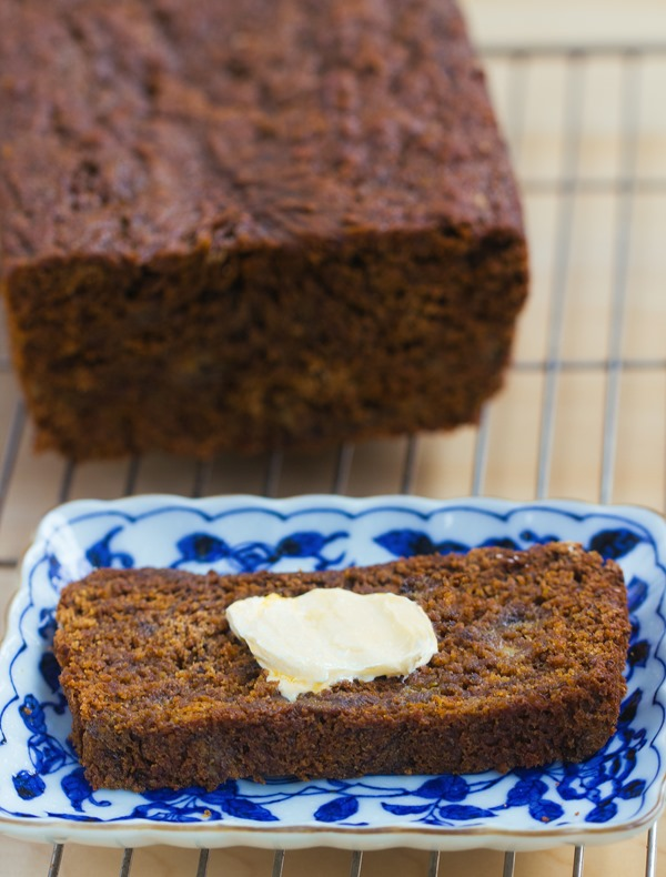 Gingerbread Banana Bread - a healthy and delicious breakfast recipe for the holidays: 1 1/2 cup mashed banana, 2 tsp cinnamon, 1/2 tsp cloves, 1/4 cup... http://chocolatecoveredkatie.com/2015/12/07/gingerbread-banana-bread/ @choccoveredkt