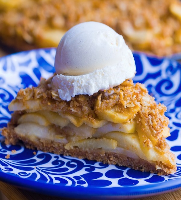 Healthy Apple Pie - with healthy homemade pie crust & buttery crumble. SO GOOD http://chocolatecoveredkatie.com/2015/11/30/healthy-apple-pie-recipe-vegan/ @choccoveredkt