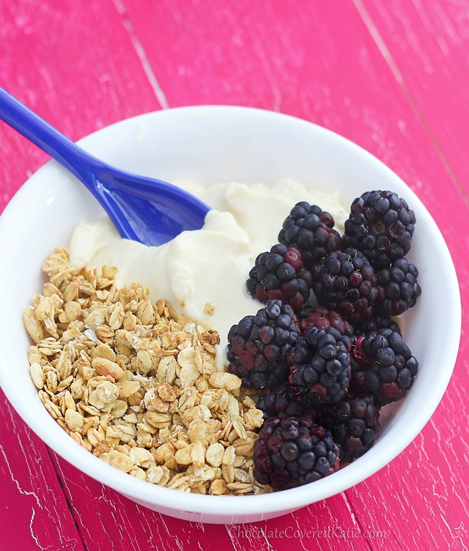 Make your own Greek yogurt at home - with just ONE ingredient and no fancy machine: http://chocolatecoveredkatie.com/2015/02/15/how-to-make-greek-yogurt-homemade/