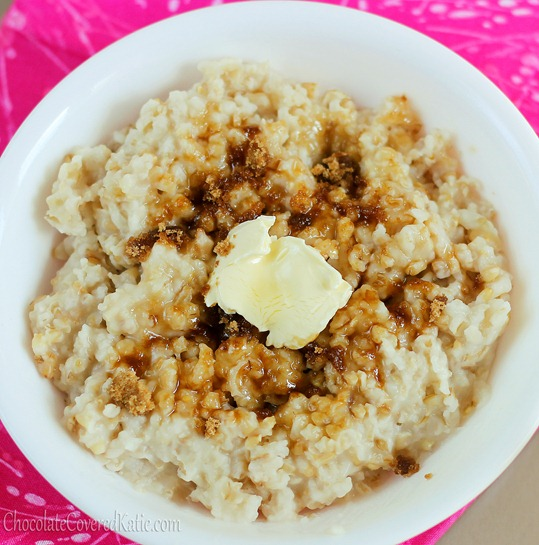 Crock Pot Oatmeal - The EASY way to make oatmeal. Cook once, and have a delicious breakfast all week - (can do different flavors) http://chocolatecoveredkatie.com/2012/11/11/how-to-make-oatmeal-in-the-slow-cooker-the-easy-way/ @choccoveredkt