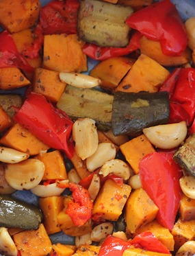 How to roast vegetables in a slow cooker. You can use any of the following vegetables: zucchini, red peppers, sweet potatoes... https://chocolatecoveredkatie.com/2013/01/10/how-to-roast-vegetables-in-the-slow-cooker/
