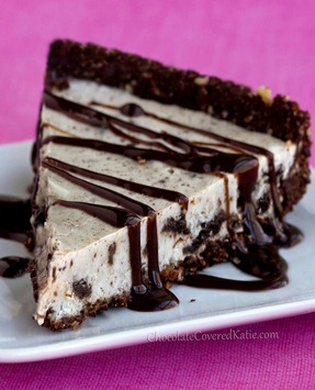 No Bake Oreo Pie - 5 ingredients, sugar-free / gluten-free / vegan / paleo - secretly healthy. http://chocolatecoveredkatie.com/2013/05/03/no-bake-oreo-cookie-pie/ @choccoveredkt