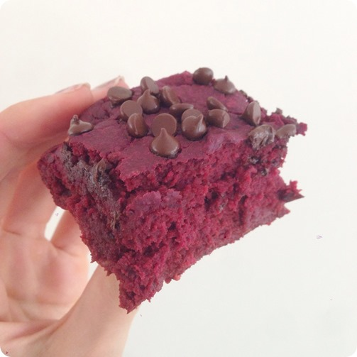 Healthy Red Velvet Brownies... NO food coloring! https://chocolatecoveredkatie.com/2014/05/09/red-velvet-brownies/