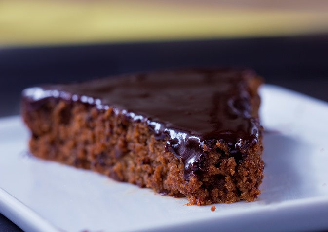 This to-die-for refined sugar free chocolate cake recipe is like MAGIC… it will completely redefine what you think of when you picture chocolate cake made without any sugar! Full recipe: http://chocolatecoveredkatie.com/2015/09/03/refined-sugar-free-chocolate-cake/