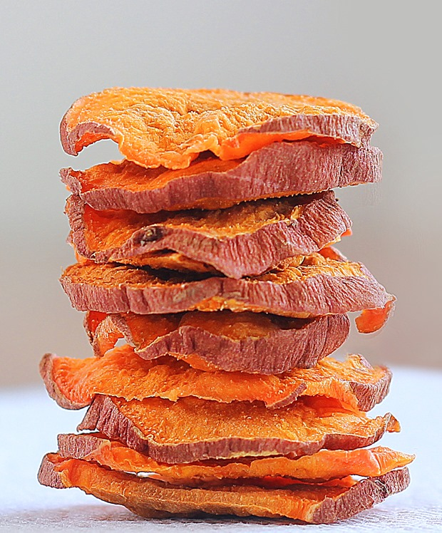 So ADDICTIVE… and they are crispy and baked, not fried! These were impossible to stop eating… @choccoveredkt. Satisfies your potato chip craving in a much healthier way: http://chocolatecoveredkatie.com/2015/10/29/crispy-baked-sweet-potato-chips/