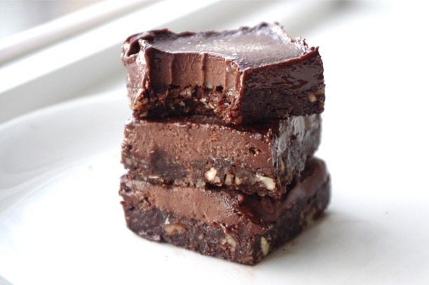 Healthy fudge candy bars. http://chocolatecoveredkatie.com/2013/02/15/healthy-eatmore-fudge-chocolate-bars/