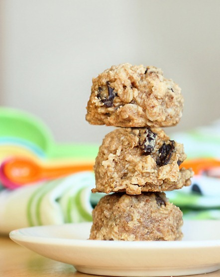 Oatmeal Raisin #Breakfast Cookies... with NO added sugar! - Sweetened naturally with fruit https://chocolatecoveredkatie.com/2012/01/11/oatmeal-raisin-breakfast-cookies/ @choccoveredkt